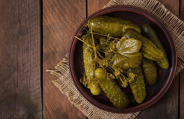 A kovászos uborka, akárcsak a legtöbb savanyúság, tele van hasznos baktériumokkal. A kalóriatartalma alacsony, ellenben jó K-vitamin-forrás, ez a tápanyag elengedhetetlen a véralvadáshoz.