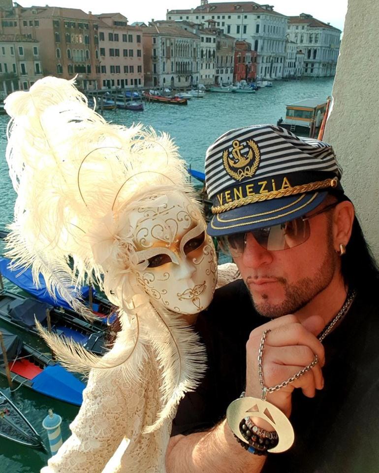Kozso Velencében romantikázott titokzatos kedvesével.