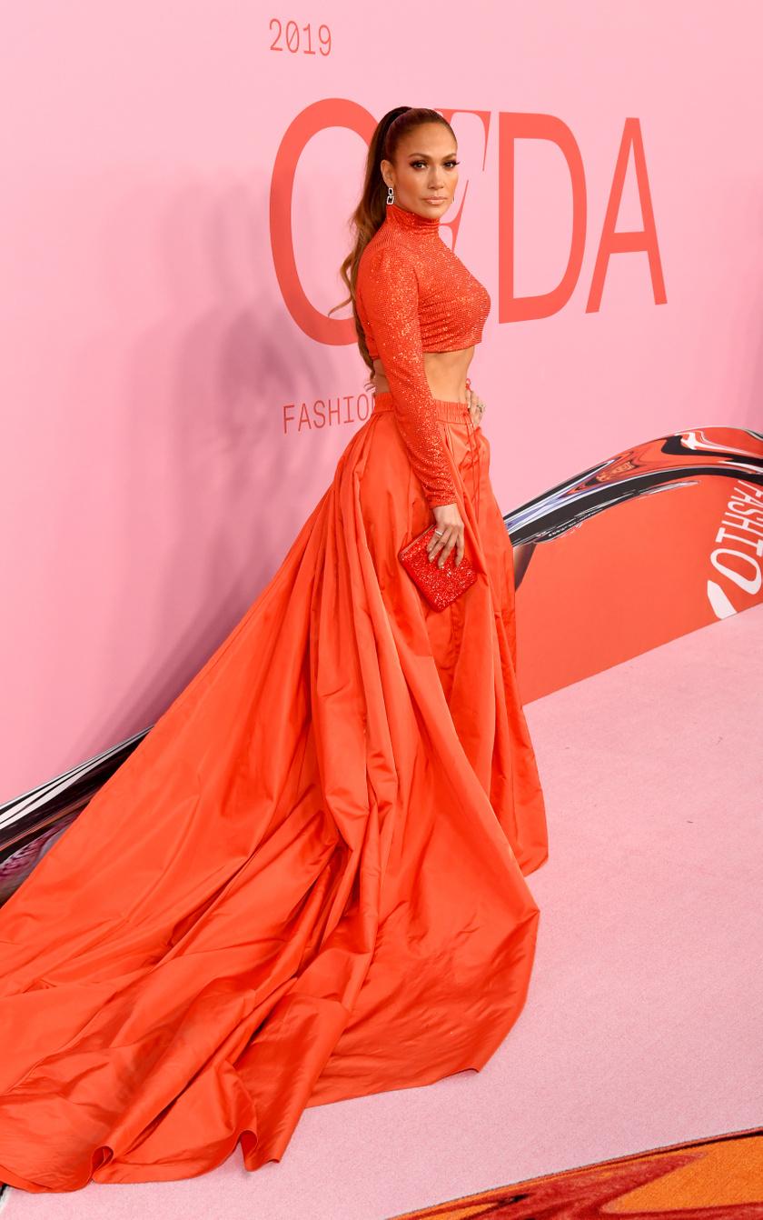 Jennifer Lopez hasvillantós ruhájáról beszélt mindenki a gálán.