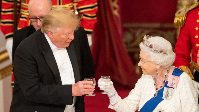 Az angol királynő megszelídítette Trumpot