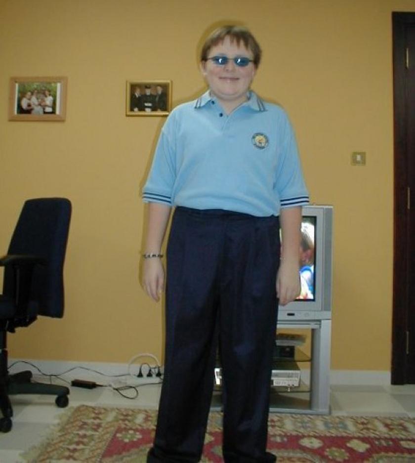 Utólag belegondolva nem biztos, hogy jó ötlet volt hetvenéves férfinak öltözni a középiskola első napján.