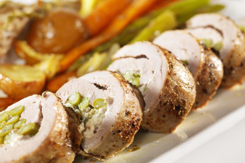 Fűszeres sertés spárgás töltelékkel: omlós, és kicsit sem száraz