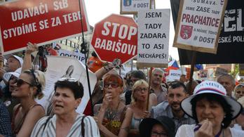 Az egyik legnagyobb tüntetést tartották Prágában a rendszerváltás óta