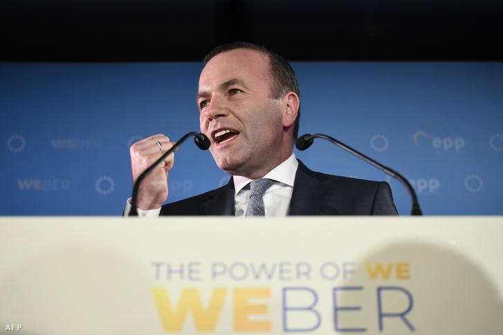 Manfred Weber az európai parlamenti választások éjszakáján beszél Brüsszelben 2019. május 26-án