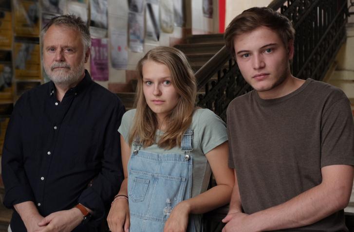 Máté Gábor, Bodnár Lulu és Major Erik a Szép csendben című filmben.