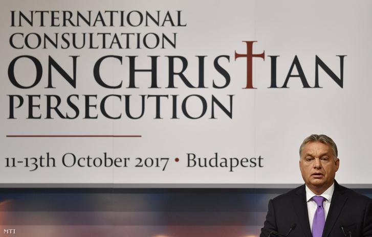 Orbán Viktor miniszterelnök köszöntőt mond a Válaszok keresése egy hosszú ideje elhallgatott válságra címmel rendezett kétnapos nemzetközi konferencián Budapesten 2017. október 12-én. A világ számos térségében tapasztalható keresztényüldözésről szóló konferenciát az Emberi Erőforrások Minisztériuma szervezte.