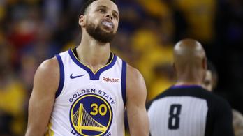 Curry embertelen nagyot játszott, de így is átgázolt rajtuk a Raptors