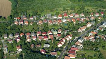 Az eladó családi házak alig néhány százalékára vehető fel a falusi csok