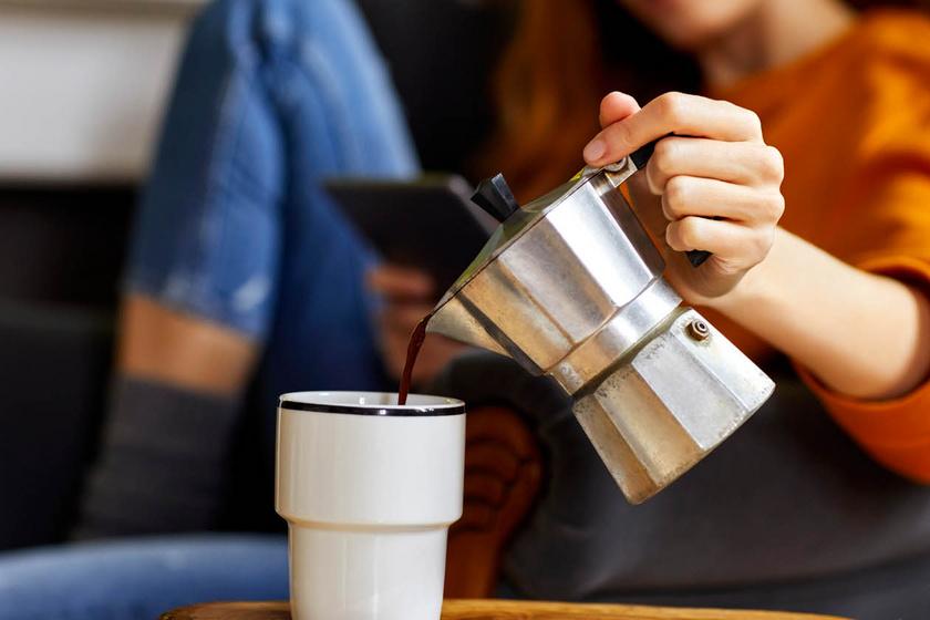 Ha így iszod a kávét, megvédhet az Alzheimer-kortól: természetes módszer