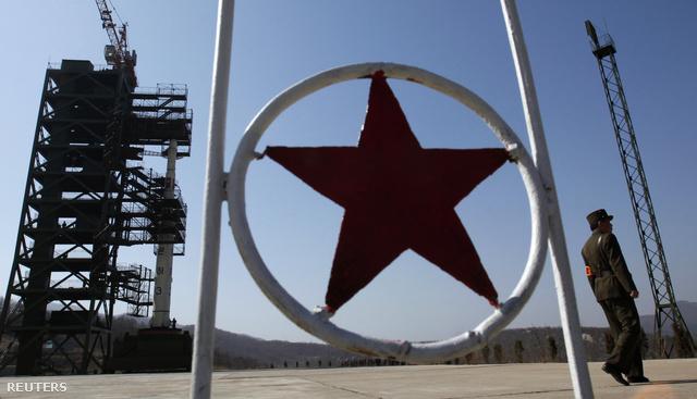 Észak-Korea az északnyugati országrészben kilövőállásba helyezte az Unha-3 típusú rakétát