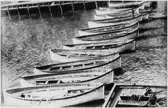 A Titanic mentőcsonakjai, miután 705 embert partra hoztak