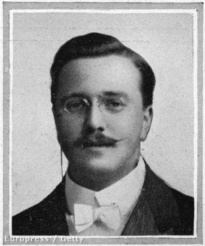 J. Wesley Woodward a banda csellistája.