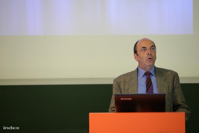 Bernard Zufferey, az ESA PECS Office vezetője méltatta a Masat-1 működését.