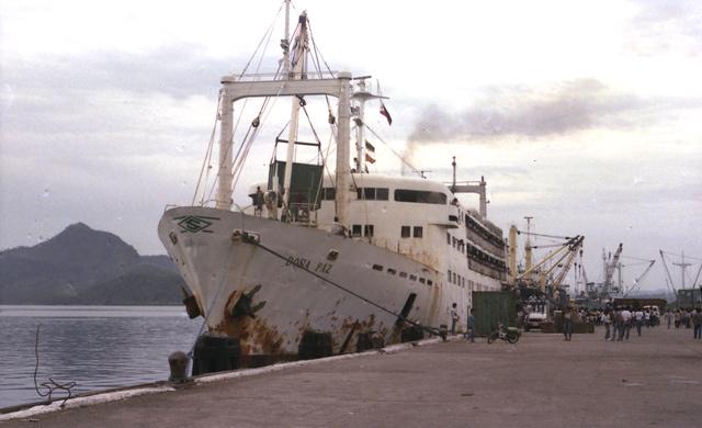 Doña Paz. az emberek az égő hajóról a lángoló vízbe vetették magukat.