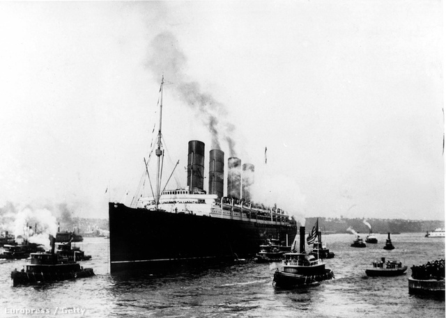 Titanic leaving harbour of Southampton for New York april 10 1912