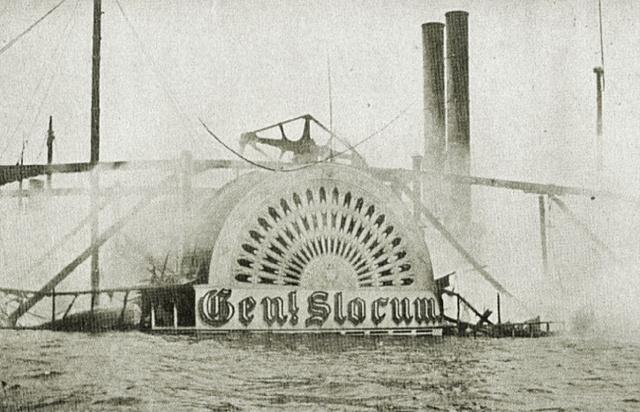 General Slocum. A vízbe ugrók közül sokan a lapátkerék alatt végezték.
