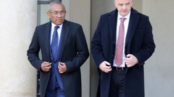 Szerdán új, tiszta korszakról beszélt a FIFA-elnök, csütörtökön korrupció miatt őrizetbe vették az alelnökét