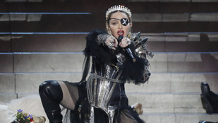 Madonna kissé késve, de kitálalt Weinsteinről