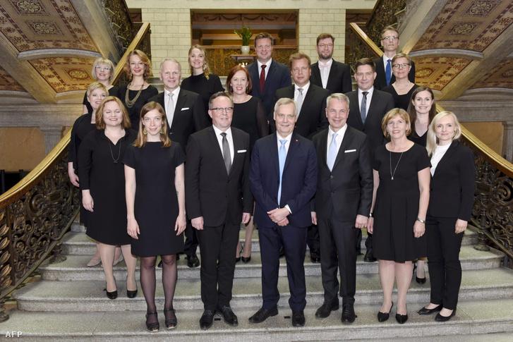 Az új finn kormány csoportképe Helsinkiben 2019. június 6-án