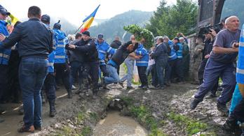 A román védelmi minisztérium átveheti az úzvölgyi katonatemetőt