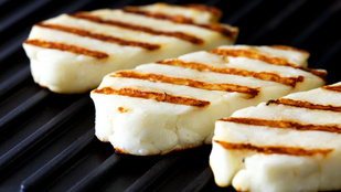 Hogyan készül a grillezni való sajt?