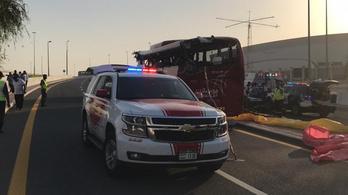 Tizenheten meghaltak egy dubaji buszbalesetben