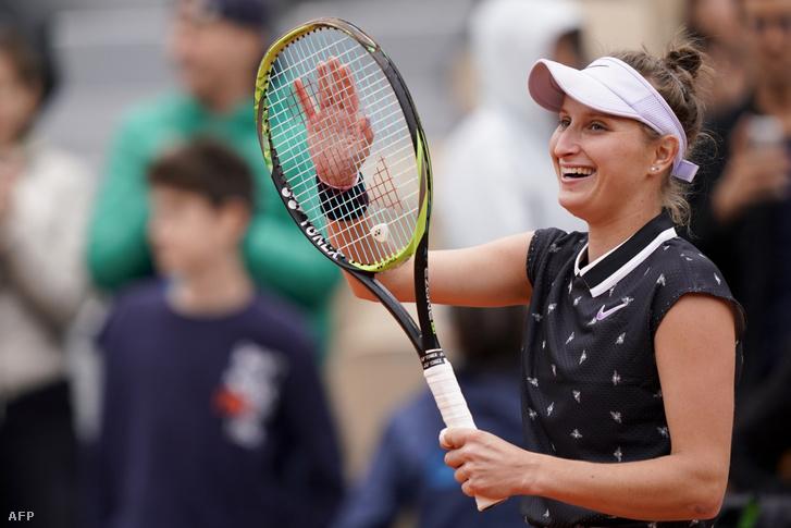 Marketa Vondrousova ünnepel a Roland Garroson