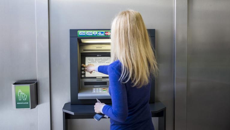 Letiltják a bankszámláját, ha nem bizonyítja be, hogy nem pénzmosó terrorista