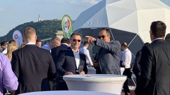 Budapest több pontján is felbukkant pénteken Nikola Gruevszki volt macedón kormányfő