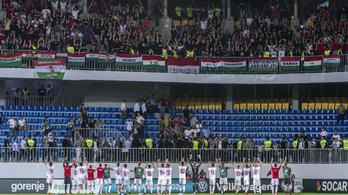 Fütyültek a győzelmi Himnusz alatt Bakuban