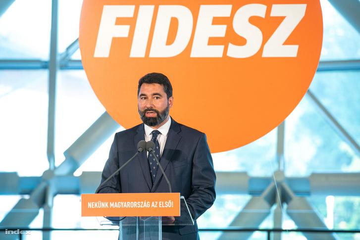 Hidvéghi Balázs, a Fidesz kommunikációs igazgatója beszél a Fidesz-KDNP eredményváró rendezvényén tartott sajtótájékoztatón a Bálna Budapest rendezvényközpontban 2019. május 26-án