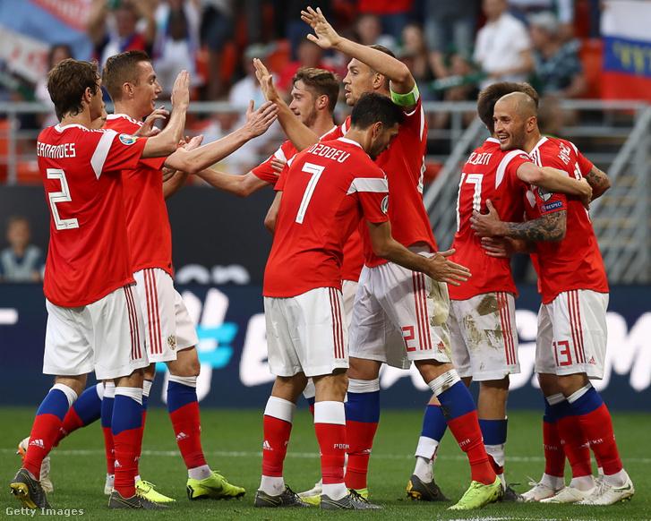 Orosz csapat ünnepli győzelmét San Marino felett 2019. június 8-án a Mordovia Arénában