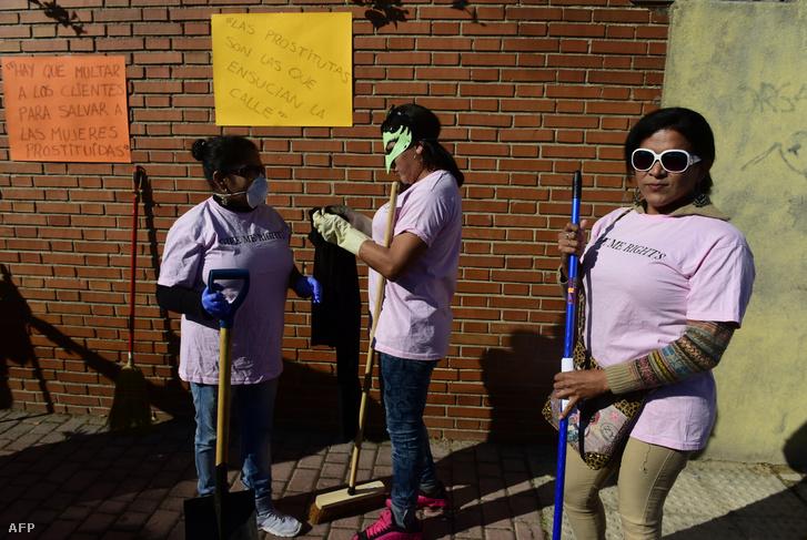 Jogaikért tüntető spanyol prostituáltak