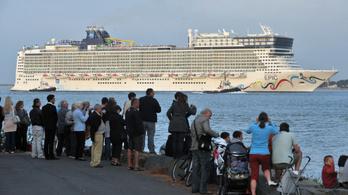 A Földközi-tengerbe esett egy nő egy tengerjáró hajóról