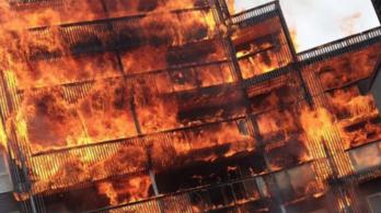100 tűzoltót vezényeltek ki egy londoni lakástűzhöz
