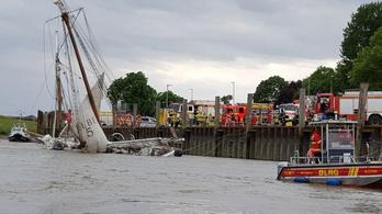 Konténerszállító hajó ütközött egy 43 utast szállító vitorlásnak az Elbán