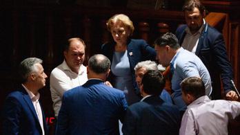 Az ideiglenes elnök felfüggesztette a moldáv országgyűlést, a házelnök erről viszont hallani sem akar