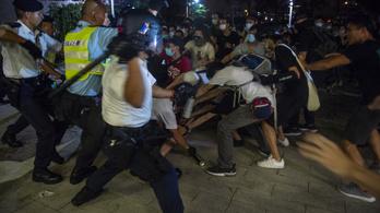 Több százezren tiltakoztak Hongkongban az új kiadatási törvénytervezet ellen