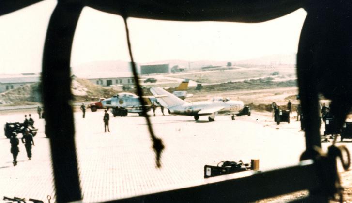 Öt perccel a landolás után készült kép a kimpói légibázison.
