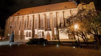 Megkéseltek egy lengyel papot pünkösd hétfőn