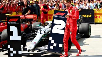 Vettel helyében szétrúgtam volna a táblát is
