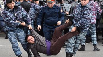 Tömegtüntetések zavarták meg a kazah elnökválasztást