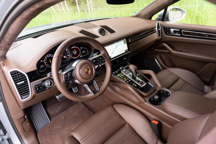 Tipikus Porsche-belsőtér: karakteres, hagyományos és funkcionális