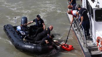 Vízbe zuhant egy mentésben részt vevő férfi