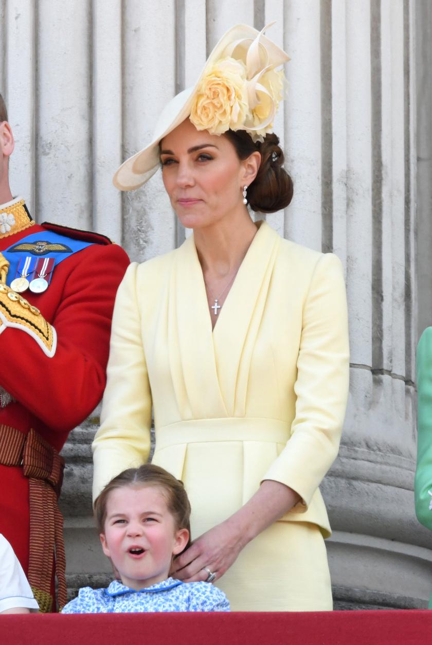 Katalin hercegné idén egy halványsárga Alexander McQueen-kreációban tündökölt az ünnepségen.