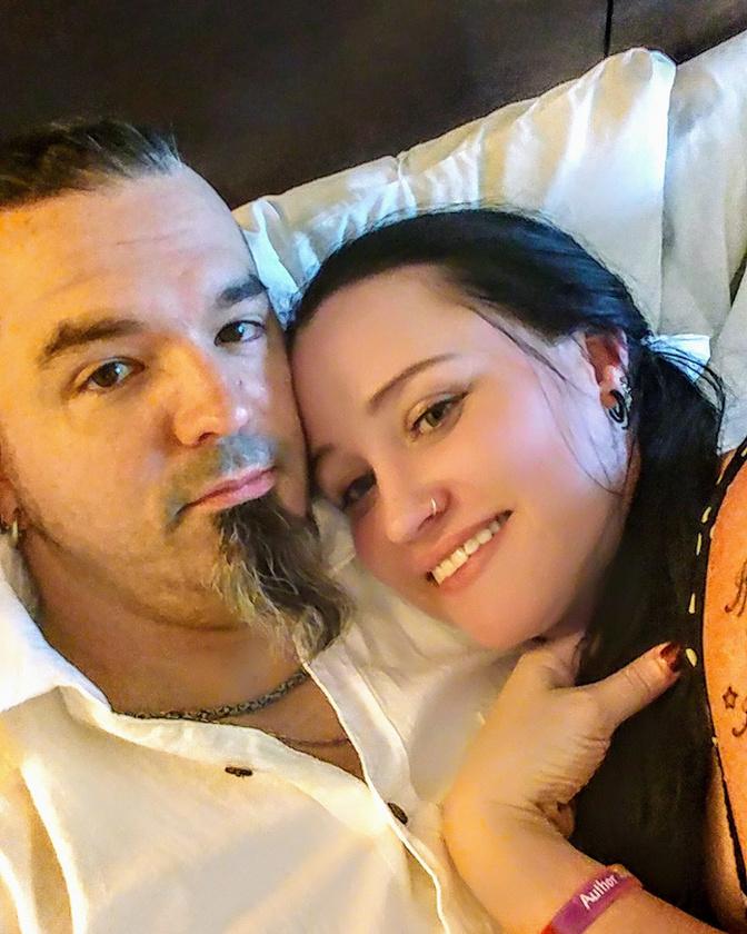 A 37 éves, titkárnőként dolgozó Michelle és az autószerelő férje, Kris 10 éves kapcsolatában már több nehéz időszak is volt, háromszor már majdnem elváltak