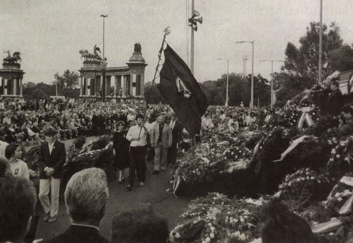 Nagy Imre és mártírtársai ravatala a Hősök terén