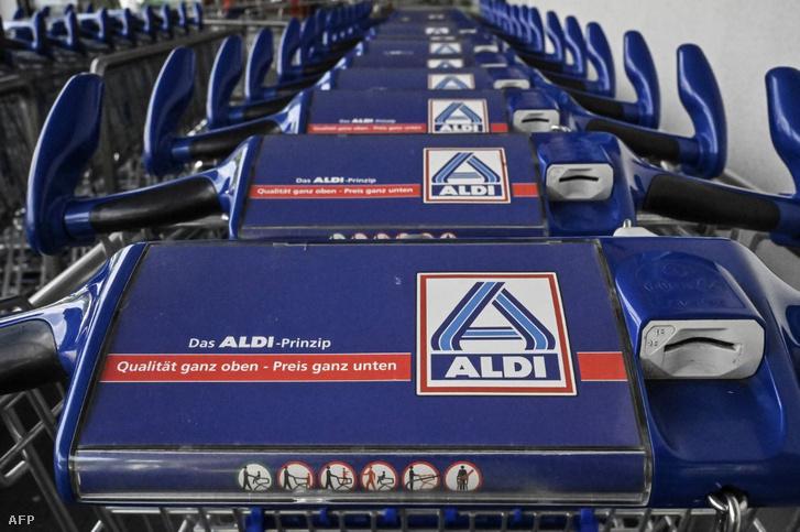 Az Aldi bevásárlókocsijai Németországban.