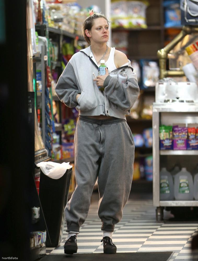 Hát mit mondjunk, Stewart nem rittyentett ki különösebben a közös bevásárlás tiszteletére.