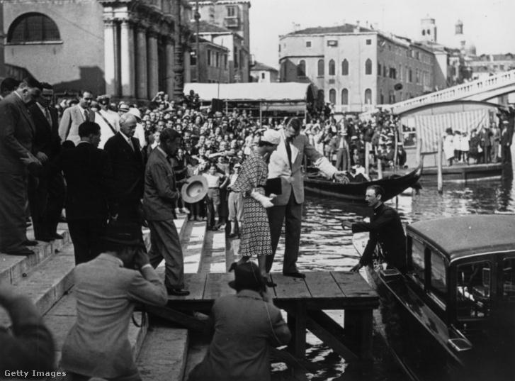 VIII. Edward brit király és Wallis Simpson nászútjukon Velencében 1937. június 3-án